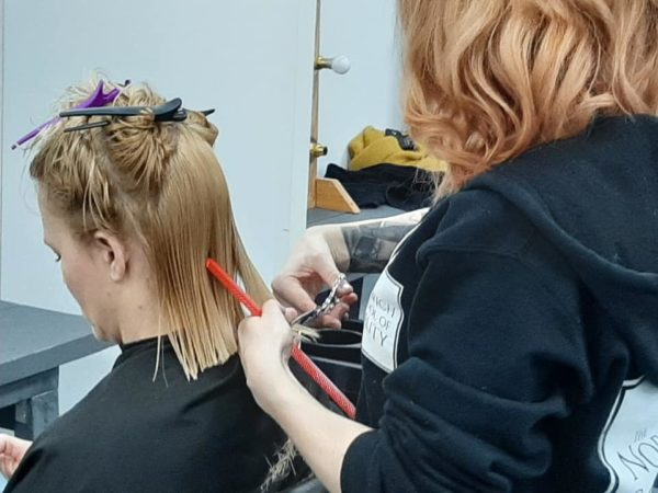 woman having a one length hair cut