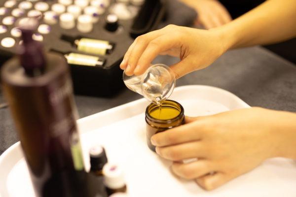 mixing aromatherapy oils